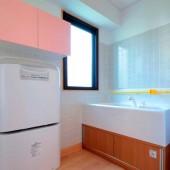 快適な赤ちゃん専用の沐浴室